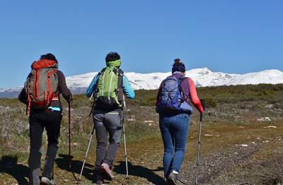 Excursionistas Sierra y sol ecoturismo granada