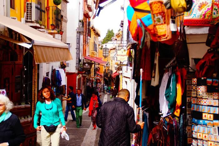 Recorrer callejuelas de Granada